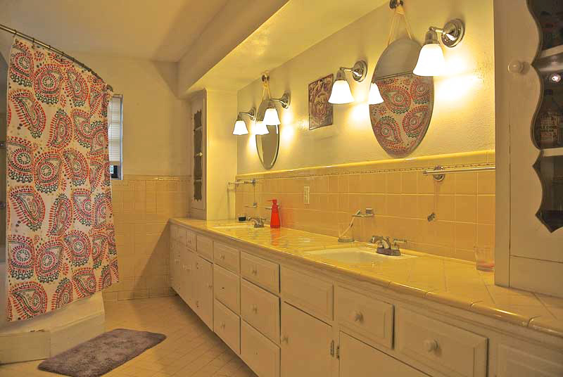 Windhaven House bathroom - best sober living in dallas for women